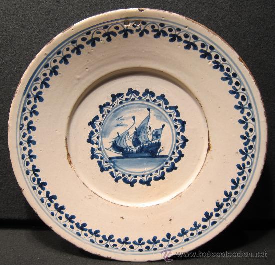 PLATO DE LA SERIE DE INFLUENCIA FRANCESA. DIÁM. 29,5 CM. SIGLO XVIII (Antigüedades - Porcelanas y Cerámicas - Catalana)