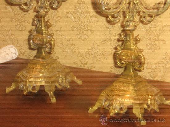 Antigüedades: ANTIGUA PAREJA CANDELABROS DE BRONCE - Foto 2 - 29685856