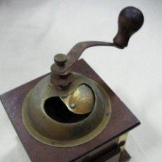 Antigüedades: MOLINILLO DE MADERA Y METAL. Lote 29762134