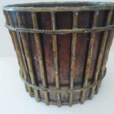Antigüedades: MACETERO EN BRONCE. Lote 29809733