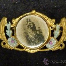 Antigüedades: ANTIGUA MEDALLA BROCHE CON ESTAMPA DE LA VIRGEN. . Lote 29825774
