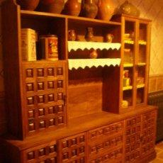 Antigüedades: MUEBLE CASTELLANO EN MADERA DE NOGAL. Lote 29889405