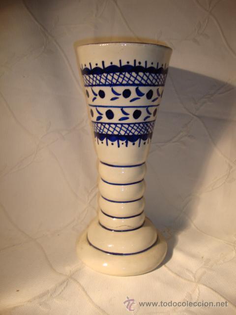 ANTIGUO Y ORIGINAL JARRON DE CERAMICA DECORADA TONOS AZULADOS (Antigüedades - Porcelanas y Cerámicas - Otras)
