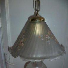 Antigüedades: PRECIOSA LAMPARA DE CRISTAL MATE CON FLORES.. Lote 29951346