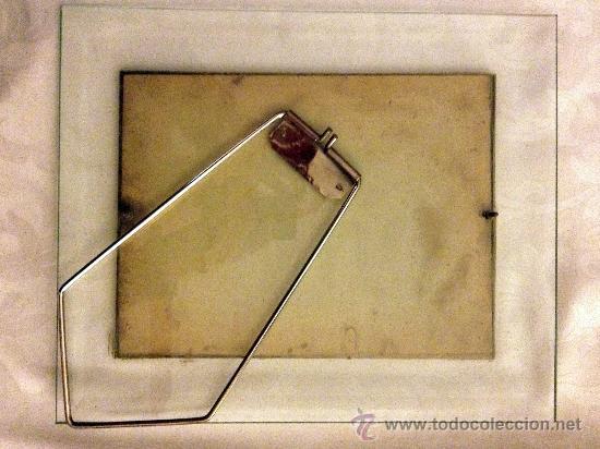 Antigüedades: antiguo marco de cristal y borde de metal con antigua lámina de moda. - Foto 2 - 29957322