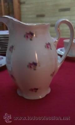 Antigüedades: Juego de vajilla de Bohemia decorada con pequeñas flores rosas.21 Piezas en total - Foto 6 - 29978343