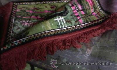 Antigüedades: Antiguo tapiz de pared con caballos libres.Flecos el los laterales.Con mas de 50 años. - Foto 4 - 29986527