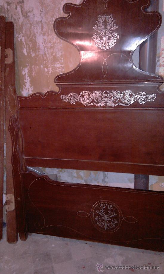 CAMA ISABELINA DE CAOBA CON MARQUETERIAS DE ZINC. S. XIX (Antigüedades - Muebles Antiguos - Camas Antiguas)