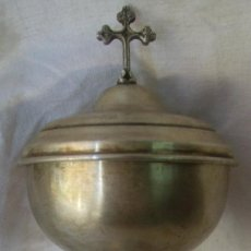 Antigüedades: CALIZ-COPÓN. DE METAL PLATEADO. SIGLO XIX / XX.CON MARCAS DE ARTESANO. Lote 30003807