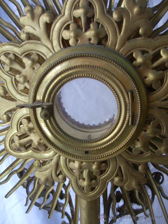 Antigüedades: Custodia / Sagrario/ Relicario, de bronce dorado. Siglo XIX. - Foto 8 - 30003510