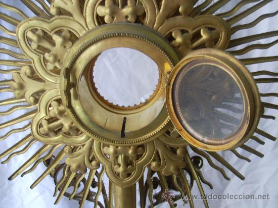 Antigüedades: Custodia / Sagrario/ Relicario, de bronce dorado. Siglo XIX. - Foto 9 - 30003510