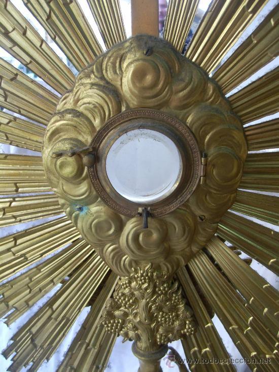Antigüedades: Custodia / Sagrario/ Relicario, de bronce dorado. Siglo XIX. - Foto 6 - 30003602
