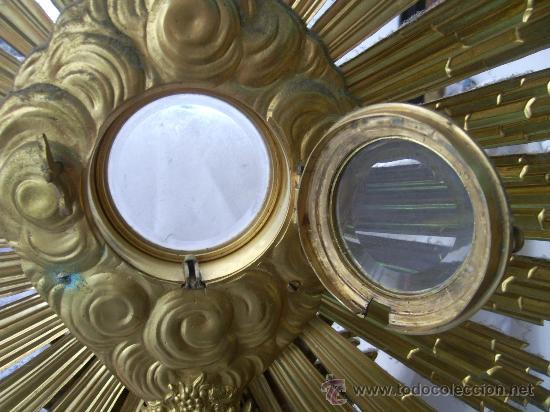 Antigüedades: Custodia / Sagrario/ Relicario, de bronce dorado. Siglo XIX. - Foto 7 - 30003602