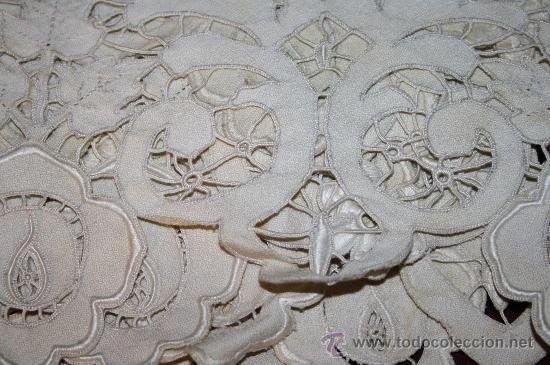 Antigüedades: INCREÍBLE CUBRECAMAS CON BORDADOS Y BONITA FIGURA MODERNISTA CENTRAL. CAMA INDIVIDUAL. 130 x 190 CM - Foto 10 - 52551936