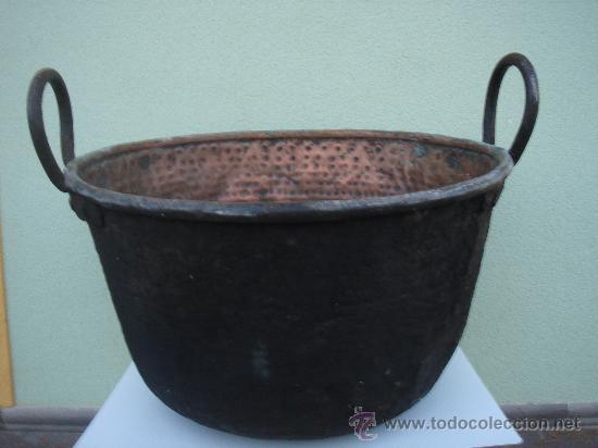 CALDERA ANTIGÜA -OLLA- DE COBRE Y FORJA -COBRE LABRADO-. GRANDES DIM.- 58 CMS DE MAYOR DIÁMETRO. (Antigüedades - Técnicas - Rústicas - Utensilios del Hogar)