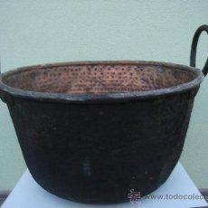 Antigüedades: CALDERA ANTIGÜA -OLLA- DE COBRE Y FORJA -COBRE LABRADO-. GRANDES DIM.- 58 CMS DE MAYOR DIÁMETRO.. Lote 30040493