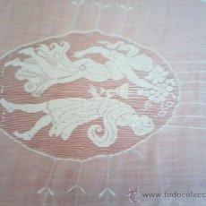 Antigüedades: COLCHA DE ORGANDIL CONBINANDO FILTIRÉ. GANCHILLO Y BORDADOS . Lote 30074461