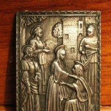 Antigüedades: PLACA EN METAL ESTAÑO CON RELIEVES REPRESENTACION DE LA VISITACION A SANTA ISABEL. Lote 30103233