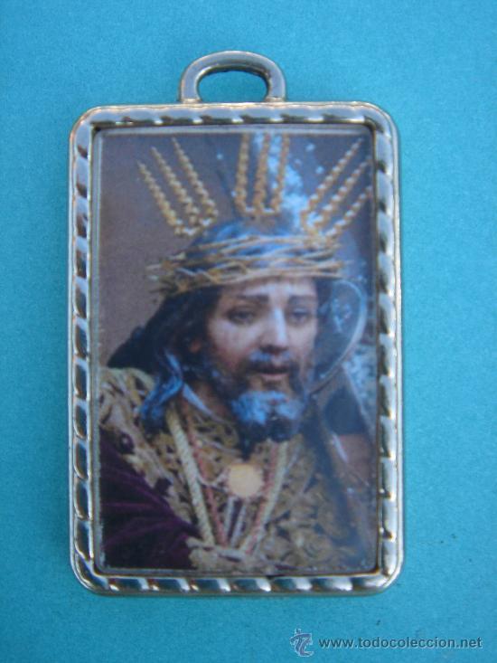 MEDALLA RELIGIOSA EN PLATA -NAZARENO DE BAENA Y HDAD APÓSTOLES-. 5X3 CMS. (Antigüedades - Religiosas - Medallas Antiguas)