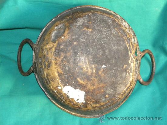 Antigüedades: Caldera o caldero en cobre batdo dorado con asas de hierro - Foto 5 - 30155579