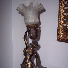Antigüedades: ART DECO. PRECIOSA LAMPARA MESITA DE NOCHE CON RELOJ.. Lote 30166218