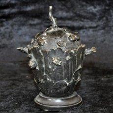Antigüedades: BONITO CENTRO O TIPO BOMBONERA MODERNISTA EN HIERRO. CIRCA 1920. Lote 30187208