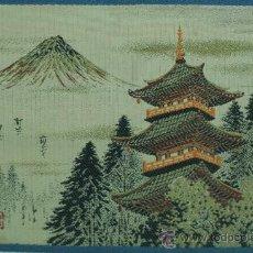 Antigüedades: BORDADO JAPONES CON PAISAJE DEL PALACIO IMPERIAL Y EL FUJIYAMA. FIRMADO. Lote 30208327