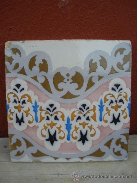 PRECIOSO AZULEJO CON ONDA ROSADA Y FLORES (Antigüedades - Porcelanas y Cerámicas - Azulejos)