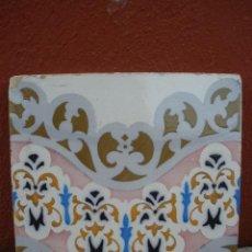 Antigüedades: PRECIOSO AZULEJO CON ONDA ROSADA Y FLORES. Lote 30215413