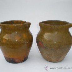 Antigüedades: JUEGO 2 JARRAS BARRO VIDRIADO, TONO VERDOSO, 14 CMS. ALTURA, 11 CMS. DIÁMETRO BOCA. Lote 30218506