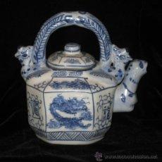 Antigüedades: ORIGINAL Y ANTIGUA TETERA ORIENTAL EN PORCELANA CHINA PINTADA A MANO Y CON FORMAS ANIMALES, SELLADA. Lote 81968806