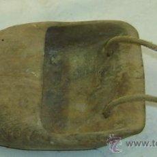 Antigüedades: ZOQUETA ANTIGUA DE SEGADOR EN MADERA - MEDIDAS 15*10*4 CMS.. Lote 30273340