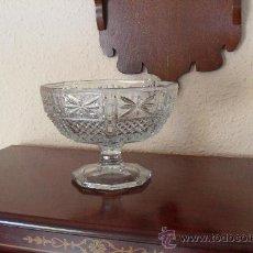 Antigüedades: CENTRO MESA ANTIGUO EN CRISTAL PRENSADO. Lote 30274957