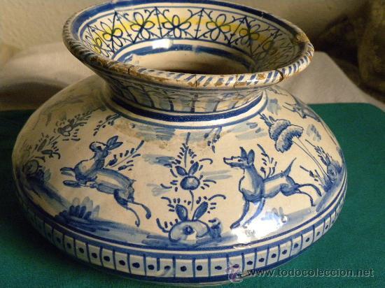 Antigüedades: Escupidera cerámca Triana ( Sevilla) con animales y arquitectura prnc. S. XX - Foto 3 - 30311624