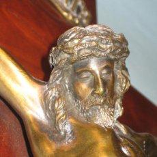 Antigüedades: CRUCIFIJO, CRISTO BRONCE SOBRE CRUZ CAOBA, PRIMER TERCIO SIGLO XX. Lote 30334771