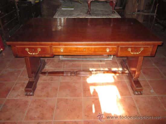 MESA DE DESPACHO EN MADERA DE CAOBA CON PRECIOSO DISEÑO DE ORIGEN VALENCIANO. (Antigüedades - Muebles Antiguos - Mesas de Despacho Antiguos)