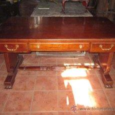 Antigüedades: MESA DE DESPACHO EN MADERA DE CAOBA CON PRECIOSO DISEÑO DE ORIGEN VALENCIANO.. Lote 30340870