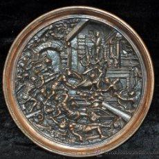 Antigüedades: INTERESANTE PLATO EN BRONCE DE PRINCIPIOS DEL SIGLO XX. ESCENA DE BATALLA. Lote 30877638