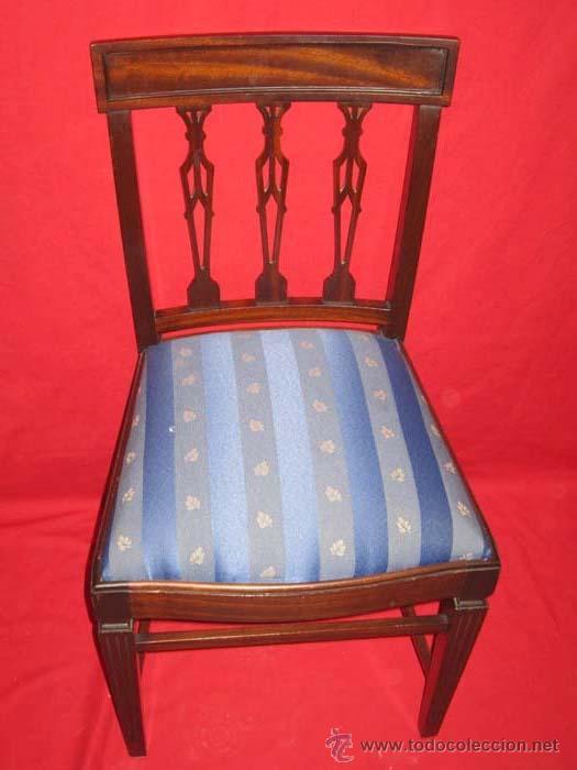 Antigüedades: Pareja de sillas en madera de caoba con bonito diseño en patas y respaldo. - Foto 2 - 27512675