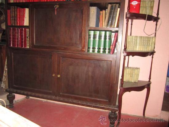 Antigüedades: Estupenda vitrina escritorio castellano en madera de nogal. - Foto 2 - 27026096