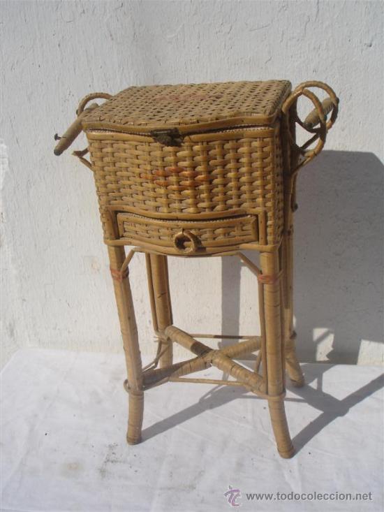 PEQUEÑO COSTURERO DE MIMBRE ANTIGUO (Antigüedades - Técnicas - Rústicas - Utensilios del Hogar)