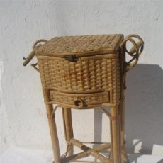 Antigüedades: PEQUEÑO COSTURERO DE MIMBRE ANTIGUO. Lote 30414300