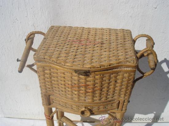 Antigüedades: pequeño costurero de mimbre antiguo - Foto 2 - 30414300