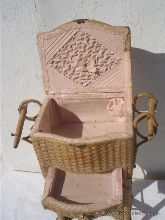 Antigüedades: pequeño costurero de mimbre antiguo - Foto 3 - 30414300