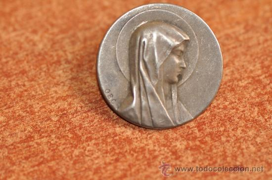 MEDALLA VIRGEN DE LOURDES DE PLATA DE 1870 FIRMADA O.B.C. (Antigüedades - Religiosas - Varios)