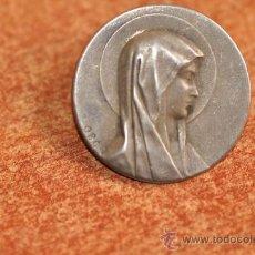 Antigüedades: MEDALLA VIRGEN DE LOURDES DE PLATA DE 1870 FIRMADA O.B.C. . Lote 30532613