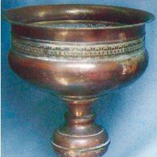 Antigüedades: GRAN CENTRO DE PIE EN LATON, POSIBLEMENTE ARABE. Lote 30534400