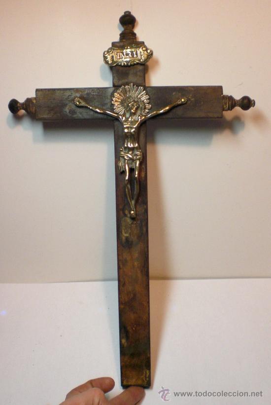Antigüedades: Antiguo Crucifijo. S.XIX. Cruz de madera. Cristo de Bronce. - Foto 2 - 30538567