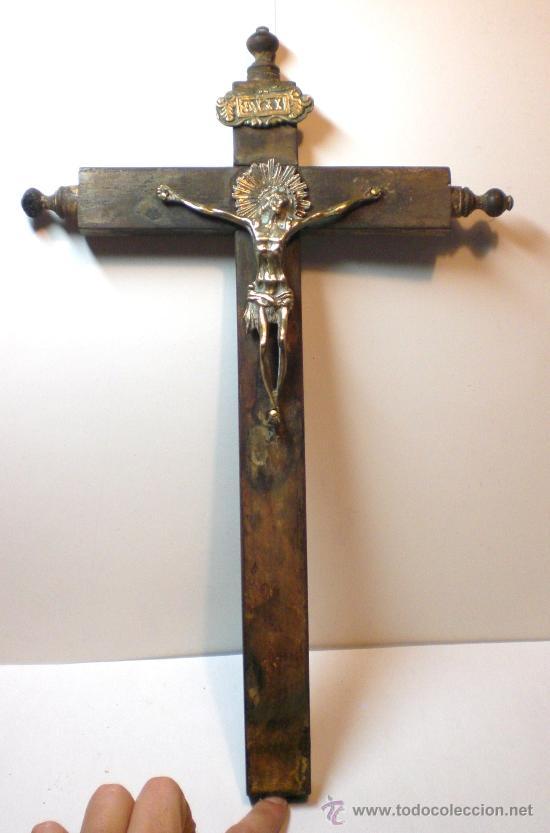 Antigüedades: Antiguo Crucifijo. S.XIX. Cruz de madera. Cristo de Bronce. - Foto 4 - 30538567