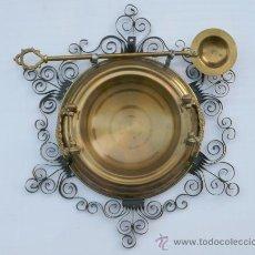Antigüedades: BRASERO ANDALUZ CON SU BADILA EN SOPORTE DE PARED. Lote 40473576